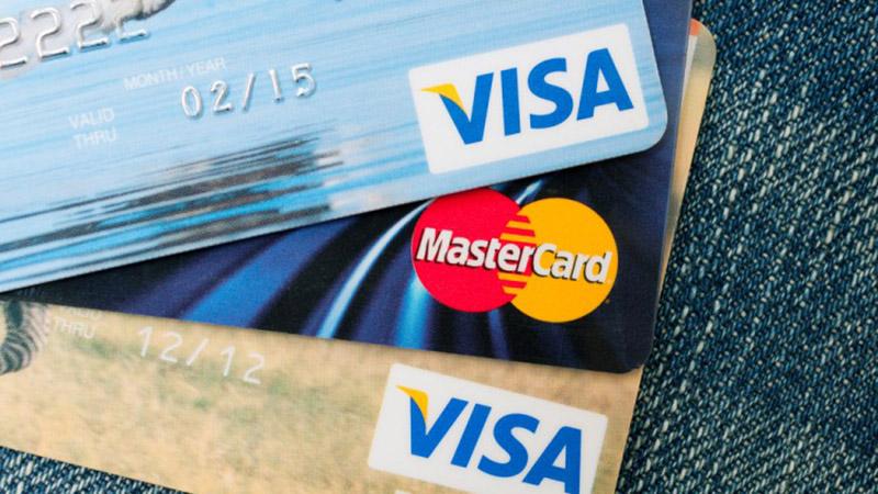 Chuẩn bị 1 thẻ visamaster card